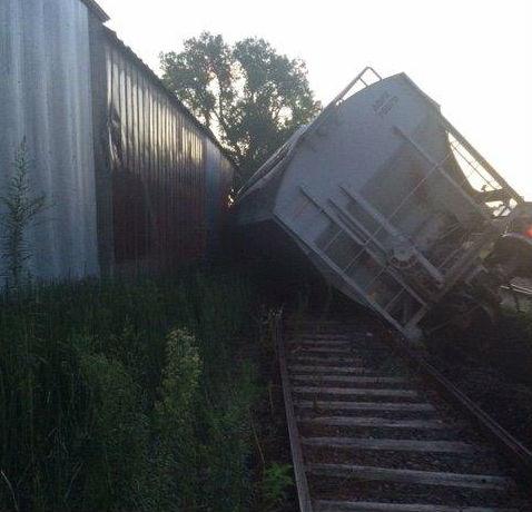 Derailed train smashes into DeRailed tavern in Charles City, Iowa
