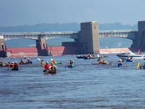 Boaters downstream of Lock and Dam 11 (photo credit Kathy Stierman)