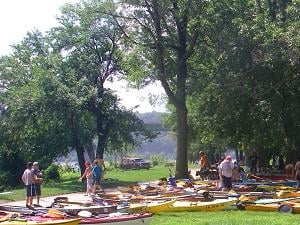 Boaters relaxing for lunch on Dubuque's Schmitt island (photo credit Kathy Stierman)