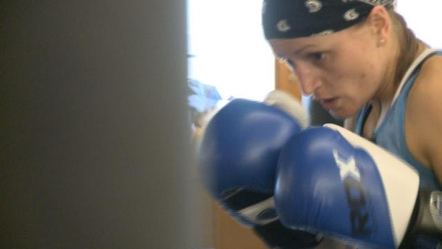 Former boxing champion eyes another title kwwl eastern for Champion motors waterloo iowa