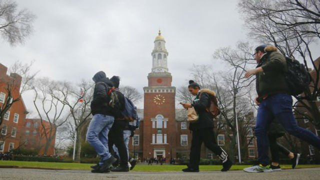 New York lawmakers approve free middle class college tuition