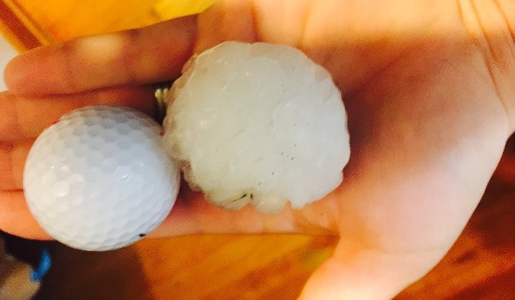 Large hail between Waterloo and Dysart on HWY 21