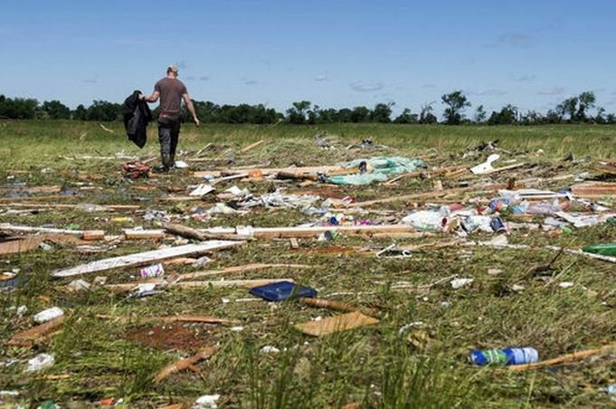 Deadly storms rip through America's Midwest