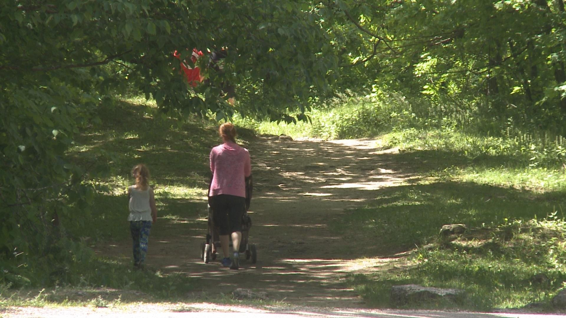 Authorities: Girl hurt in 60-foot fall at Iowa state park