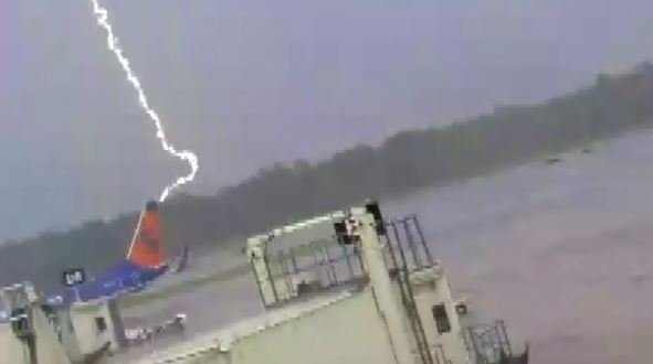 Florida airport worker survives lightning strike