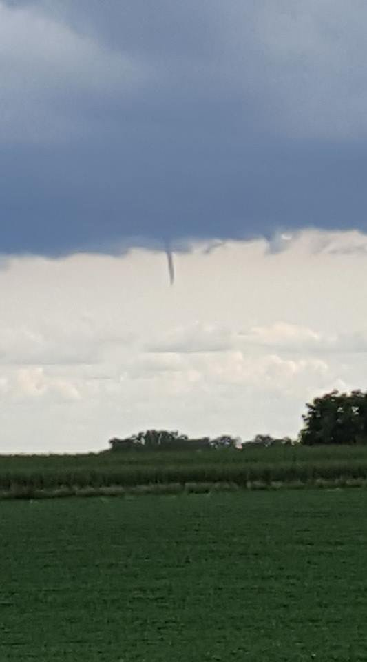 Funnel Cloud south of Waukon (photo: Carley Looney)