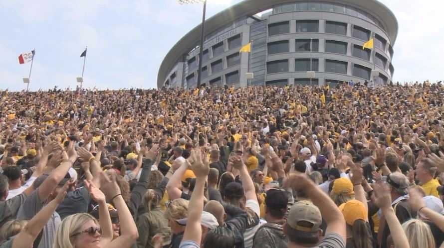 Iowa's football stadium starts tradition of waving at nearby children's hospital