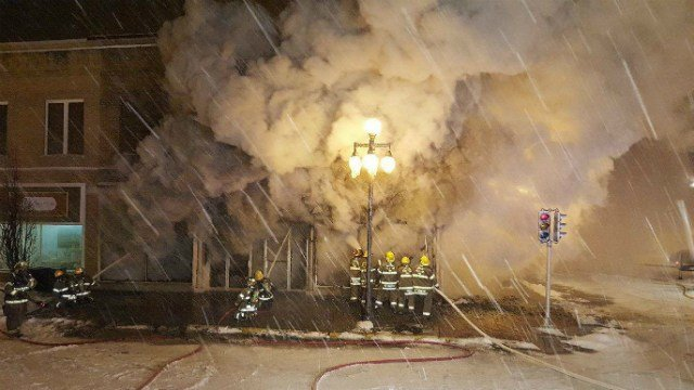 Fire Destroys Furniture Store in Vinton