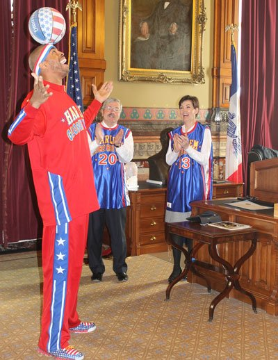 Hammer Harrison, a Harlem Globetrotter, entertains Gov. Terry Branstad and Lt. Gov. Kim Reynolds on April 1.