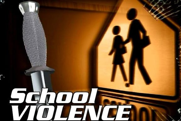 Parents at Lincoln Elementary School in Waterloo have been notified that a third-grader brought a knife to school and threatened another student Thursday.