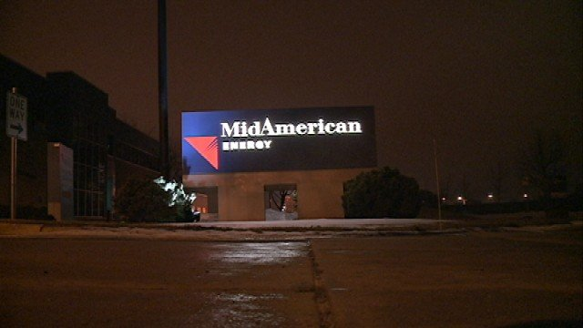 MidAmerican Energy announced Tuesday it will not build a nuclear plant and it will credit its customers half a percent of their total bills for the next year beginning in August.