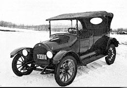 A car of the type that was sold at Overland Hanson Co. in the early 1900s.