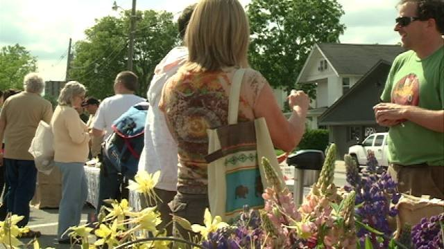Dozens of people made their way to Cedar Falls this afternoon to shop at College Hill's first farmers' market.