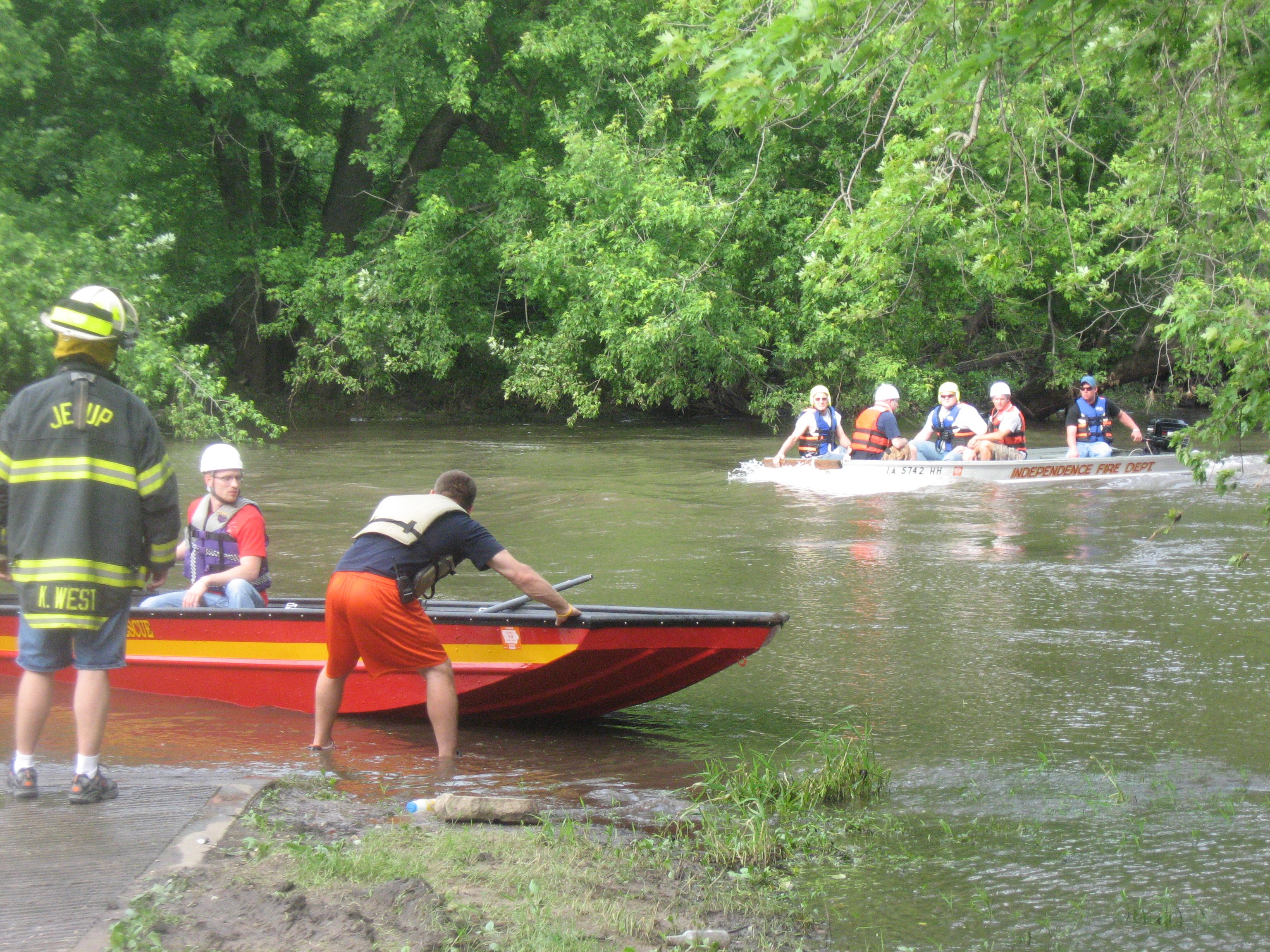 4 kayakers are rescued from the Wapsipinicon River near Littleton Saturday.  Photo Courtesy:  Buchanan Co. Sheriff's Office