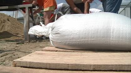 Between 50 and 60 volunteers came out Wednesday afternoon to work on filling sandbags for the rising Wapsipinicon River.