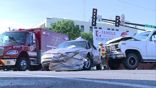 Rescuers use jaws of life in waterloo car accident ktiv for Community motors waterloo iowa