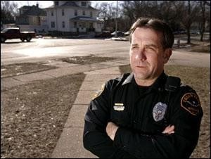 Officer Bob Anderson, 2006. Photo courtesy The Waterloo-Cedar Falls Courier