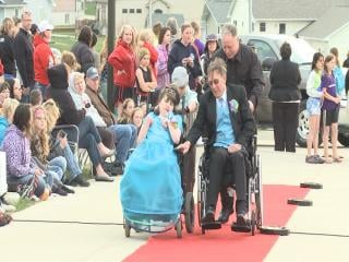 Teri Sivola was escorted down the red carpet by her father, Ed.