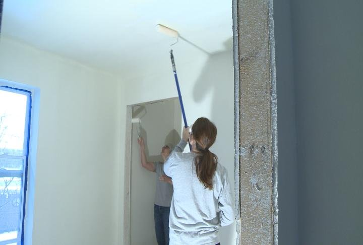 Mount Mercy Students Helping Habitat For Humanity Kttc