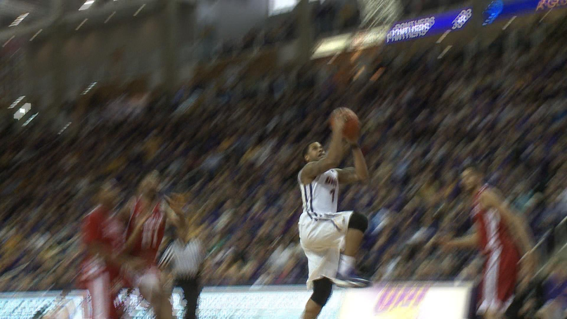 Deon Mitchell hits a lay-up during Saturday's game against Bradley. The Panthers won, 56-39.