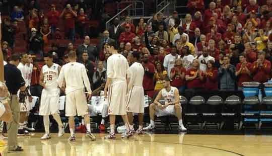 Iowa State gets ready to hit the court. (Mark Woodley, KWWL)