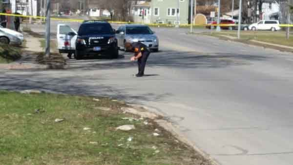 A Waterloo Police officer investigates the scene at the Vinton and Mulberry intersection. (Bob Waters, KWWL)