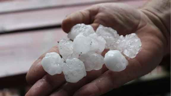 Twitter user @Savages_56 shared with us this photo of hail near Sigourney.