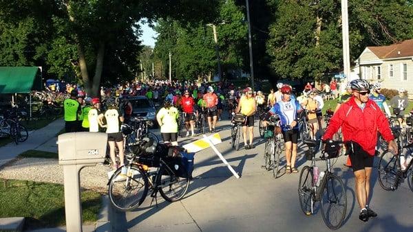 RAGBRAI riders roll into Hudson on Thursday, July 23. (Courtesy Jeff and Erlene Rhoades)