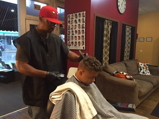 Barber gives free haircuts if kids read to him