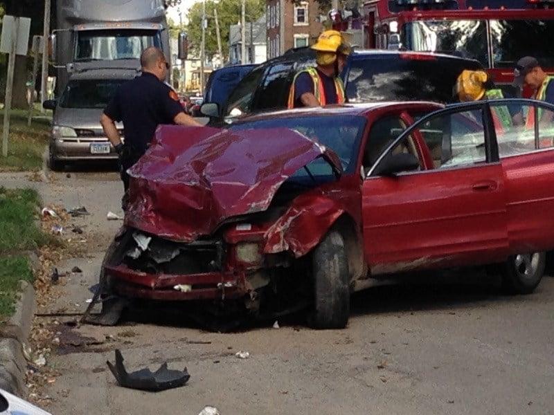Waterloo police investigate 3 vehicle crash kwwl for Laporte city police
