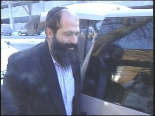 Rubashkin walking out of a courtroom following his initial arrest.