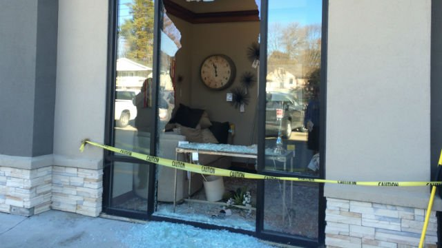 Deer Breaks Into Simpson Furniture Store   KWWL   Eastern Iowa Breaking  News, Weather, Closings